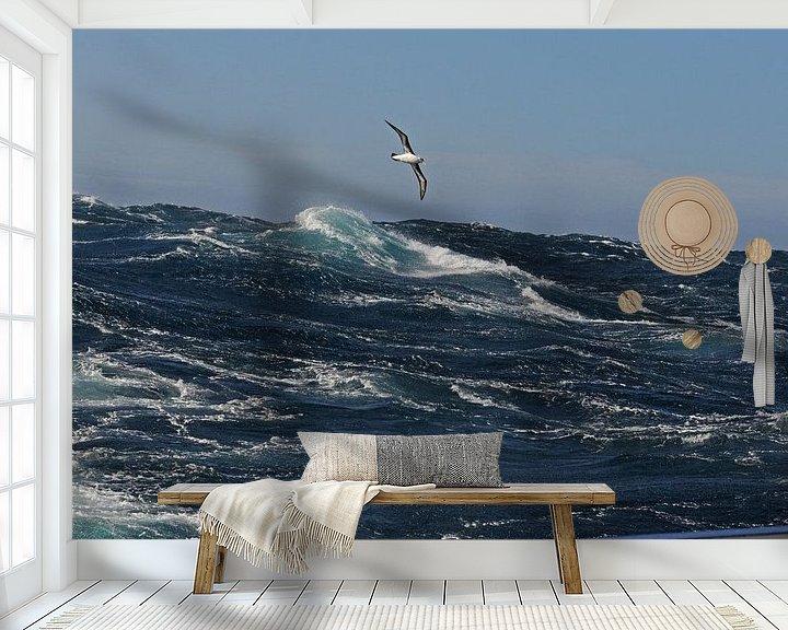 Sfeerimpressie behang: Alabatros boven stormachtige zee van Peter Zwitser