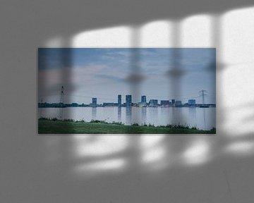 Skyline van Almere in April 2014 van Sven Wildschut