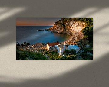 Kleine Vissershuisjes aan de Cala Llebeig Costa Blanca Spanje van Peter Bolman