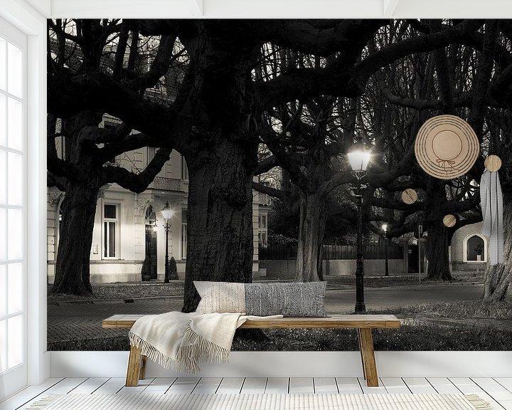 Sfeerimpressie behang: Kastanjebomen Sophialaan Den Haag van Raoul Suermondt