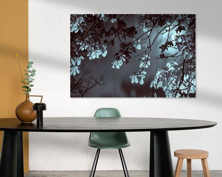 Sfeerimpressie: Kastanjeboom bij maanlicht van Raoul Suermondt