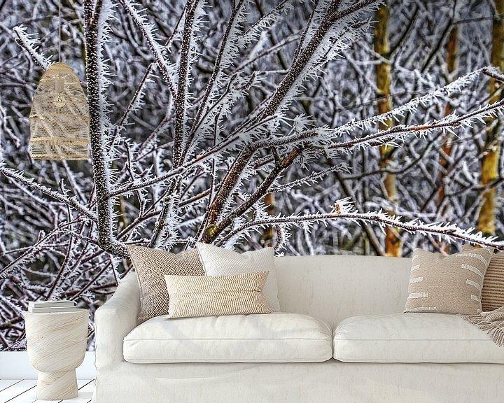 Sfeerimpressie behang: Berijpte takken van Frans Blok