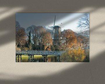 Alkmaar stadsgezicht met molen van Piet, gracht, nassaubrug en bolwerk