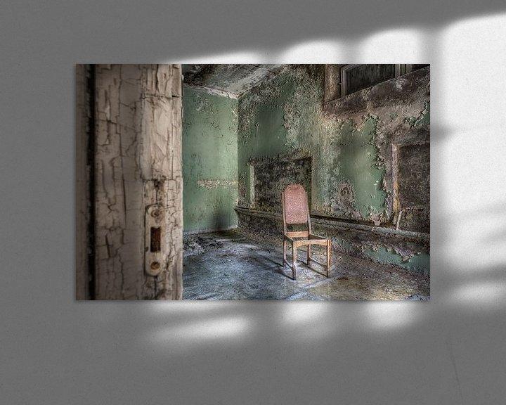 Beispiel: Lost Place - einsamer Stuhl von Carina Buchspies
