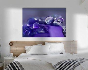 Feeling Blue (Paars Blauwe Druppel) van Caroline Lichthart