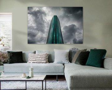 Donkere wolken achter het Beurs World Trade Center Rotterdam van Martijn Smeets