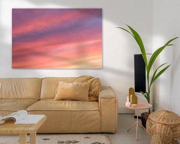Zonsondergang met rode, paarse, gele en oranje kleuren van Ronald Smits
