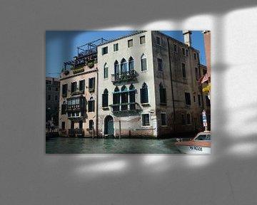 Huisjes aan het water in Venetië sur Robin van Tilborg