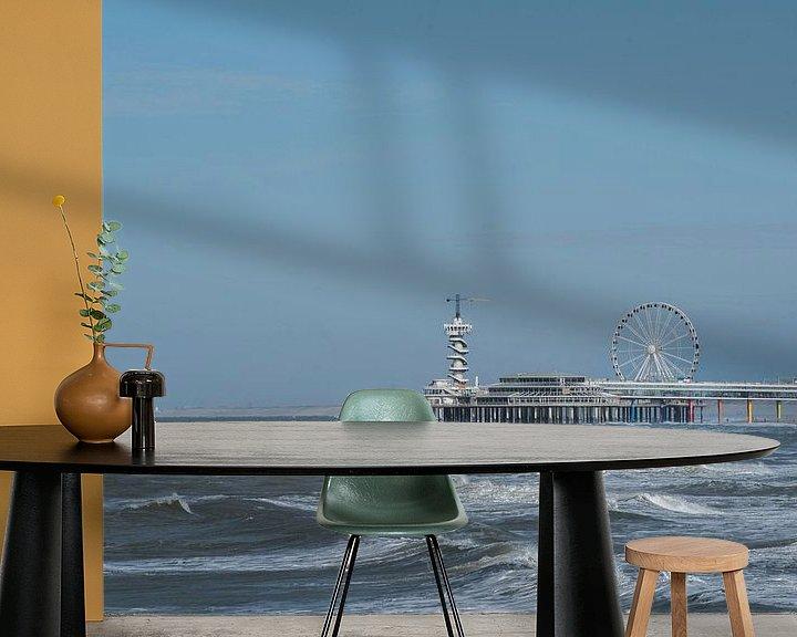 Sfeerimpressie behang: De Pier in Scheveningen-zijaanzicht vanaf de haven. van Cilia Brandts