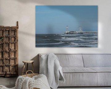 De Pier in Scheveningen-zijaanzicht vanaf de haven. van Cilia Brandts