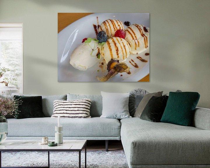 Sfeerimpressie: Dessert met ijs, vrucht, creme en siroop van Ronald Smits