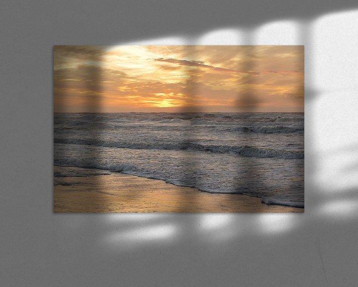Sfeerimpressie: Zonsondergang vanaf het strand tijdens storm te Bergen aan Zee van Ronald Smits
