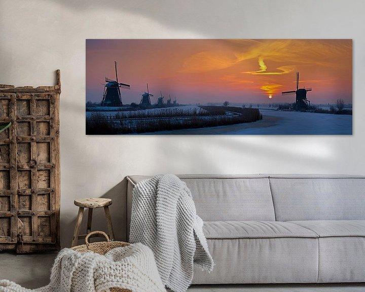 Sfeerimpressie: Panorama zonsopkomst Kinderdijk in de winter van Anton de Zeeuw