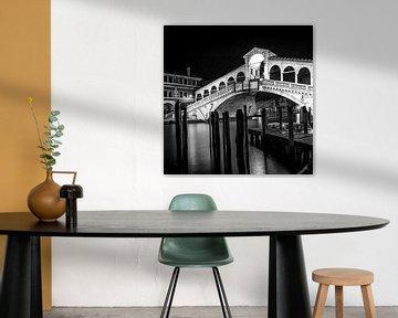 VENEDIG Rialto Brücke bei Nacht | Monochrom
