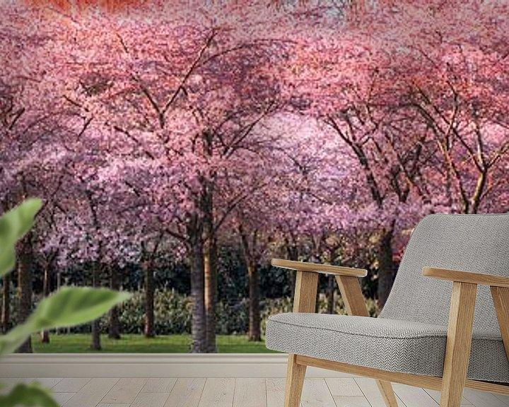Sfeerimpressie behang: Avondzonlicht op de kersenboomgaard van Rietje Bulthuis
