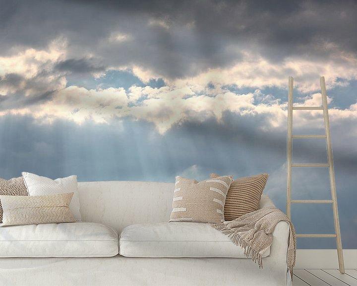 Sfeerimpressie behang: Zonnestralen barsten door de wolken van Ronald Smits