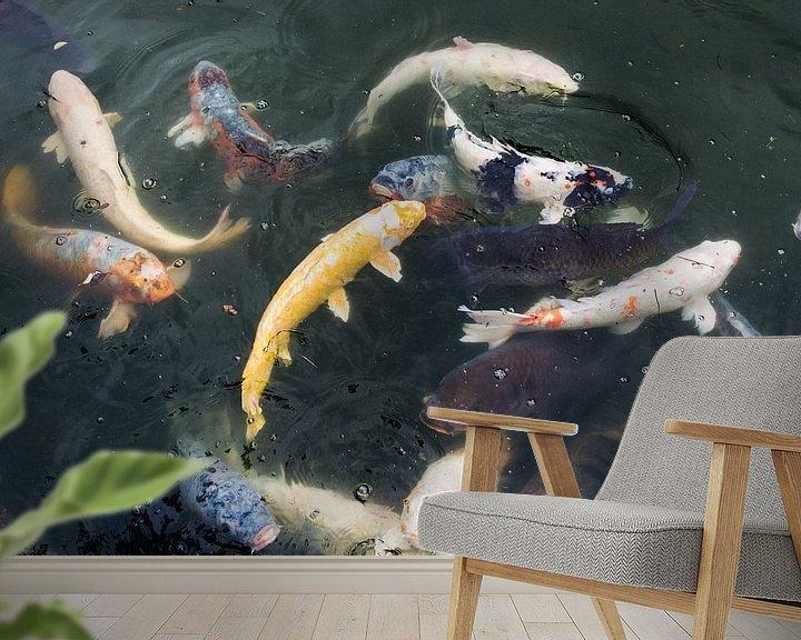 Sfeerimpressie behang: Koi karpers in Japanse tuin van Marijn Kuijper