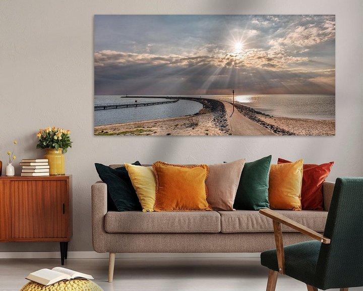 Sfeerimpressie: De pier van Stavoren met zonnestralen boven het IJsselmeer van Harrie Muis