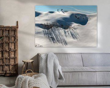 Winterwandelaars op een maagdelijk witte heuvelrug in Oostenrijk sur Jonathan Vandevoorde