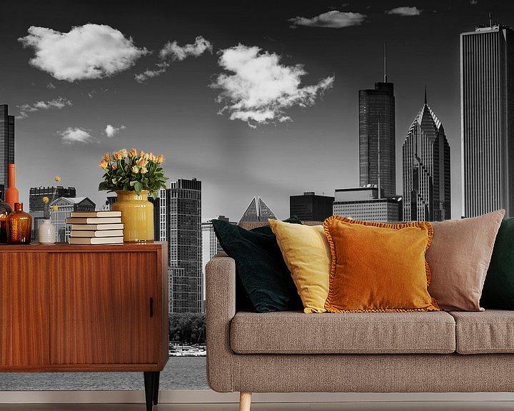 Sfeerimpressie behang: CHICAGO Skyline   Monochroom van Melanie Viola