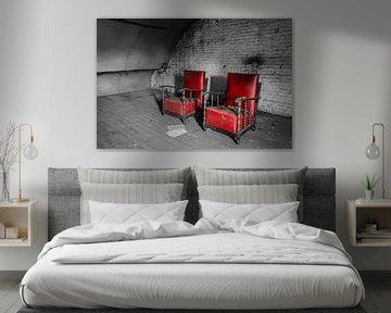 Chaises rouges sur Inge van den Brande
