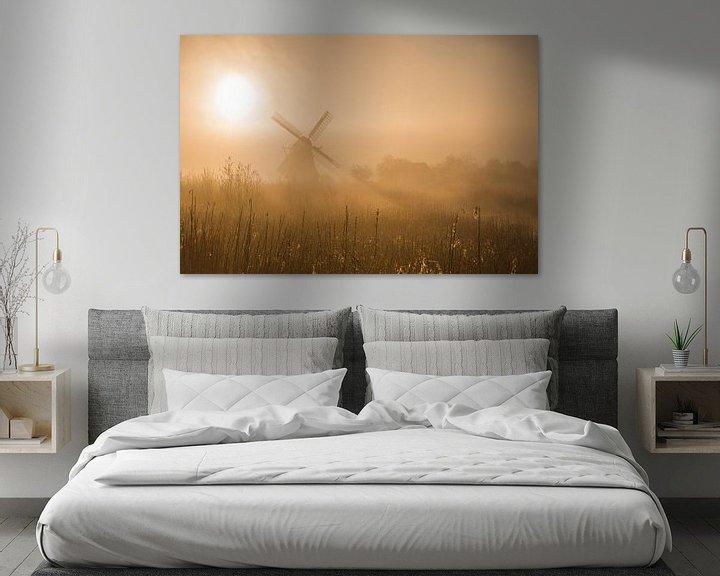 Sfeerimpressie: De Noordermolen (Noorddijk, Gr.) in ochtendlicht van goud. van Ton Drijfhamer