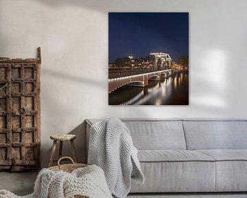 Magere brug Amsterdam met verlichting van Foto Amsterdam / Peter Bartelings