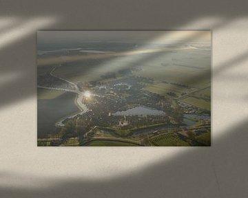 Luftaufnahme über den Sonnenaufgang über Blokzijl von Sjoerd van der Wal