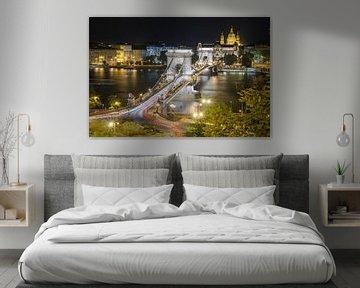 De Kettingbrug verbindt Boeda en Pest, Hongarije van Sven Wildschut