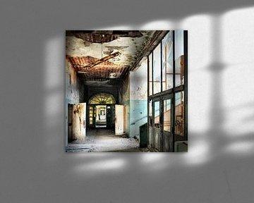 Square - Corridor  van Angelique Brunas