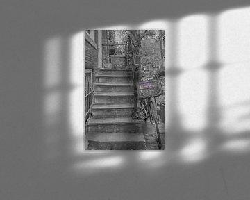 Stoepje van grachtenpand van Foto Amsterdam / Peter Bartelings