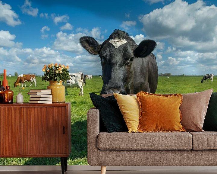 Sfeerimpressie behang: Hollandse koe van Menno Schaefer