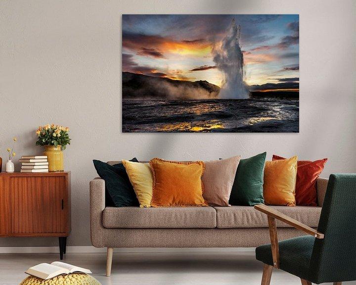 Sfeerimpressie: Strokkur (Geysir) in IJsland van Edwin van Wijk