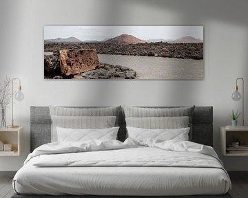 Binnenland langs kustlijn Los Hervideros Lanzarote van Ramona Stravers