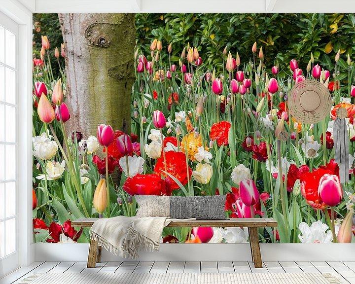 Sfeerimpressie behang: velden met wilde bloemen en tulpen van Compuinfoto .