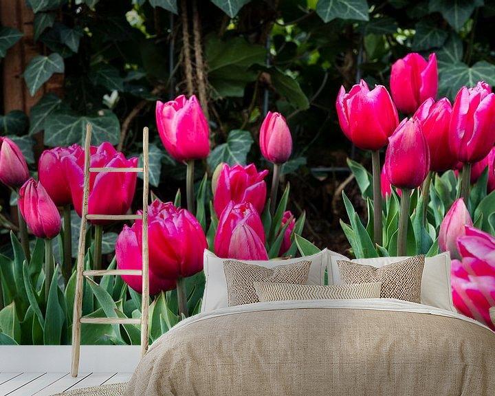 Sfeerimpressie behang: veld met paarse tulpen van Compuinfoto .
