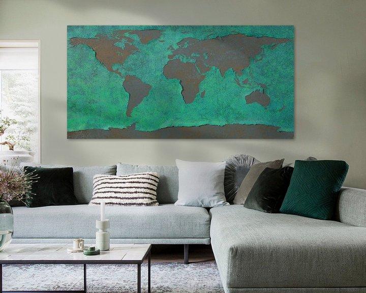 Sfeerimpressie: Afbladderende wereldkaart, blauw van Frans Blok