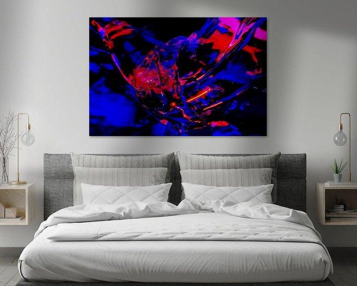 Sfeerimpressie: Implosie van rood en blauw IJs van Alice Berkien-van Mil