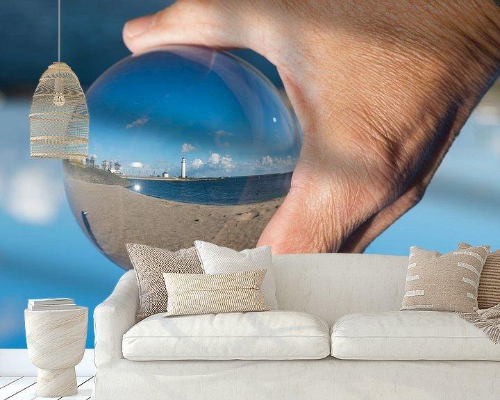 Sfeerimpressie behang: De vuurtoren van hellevoetsluis in een glazen bol van Compuinfoto .