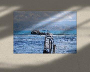 Houtensteiger in de zee aan de kust van Corfu von Ingrid Van Maurik