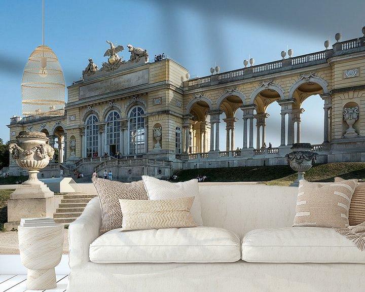 Sfeerimpressie behang: Schloss Schönbrunn van Raymond Schrave