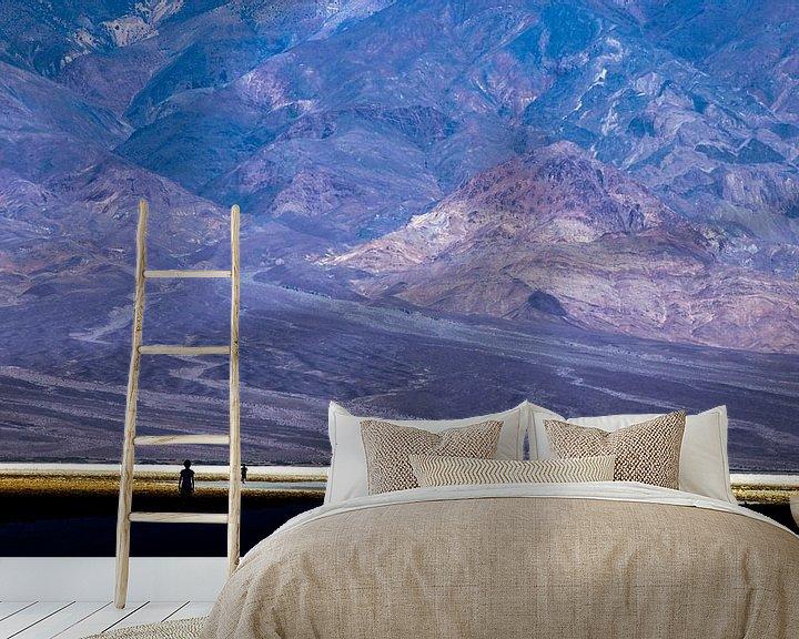 Sfeerimpressie behang: Death Valley - Bad Water van Ilse Schoneveld