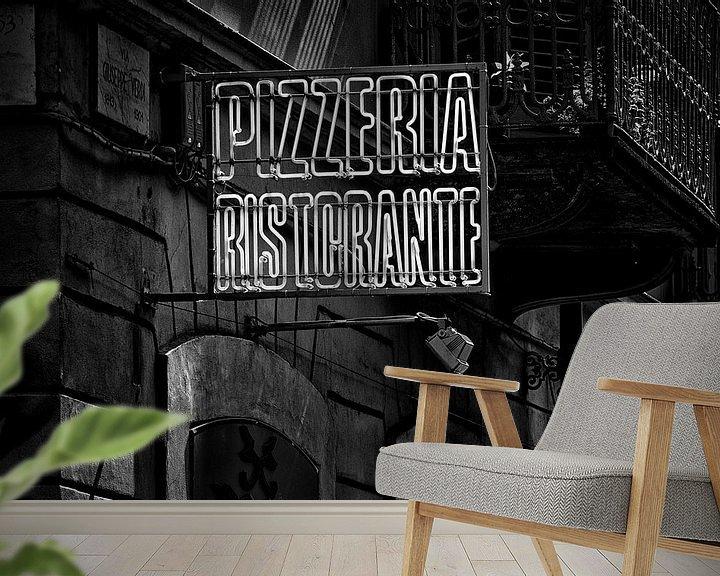 Impression: Straatfotografie inTurijn, Italië - Uithangbord Pizzeria Ristorante in zwart-wit sur WWC Fine Art Photography