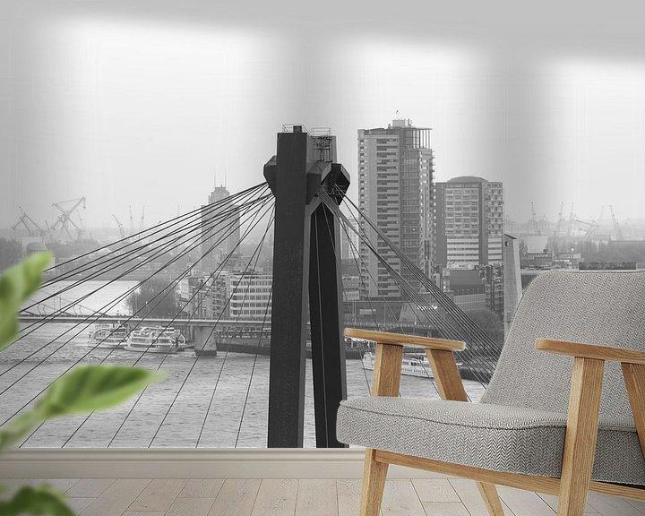 Sfeerimpressie behang: Het kijkje door de Willemsbrug in Rotterdam van MS Fotografie   Marc van der Stelt