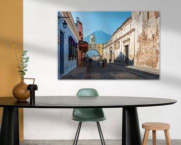 Arco de Santa Catalina in Antigua Guatemala van Joey Juffermans