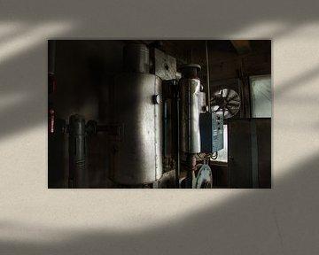 Verlaten machines in een verlaten fabriek von Melvin Meijer