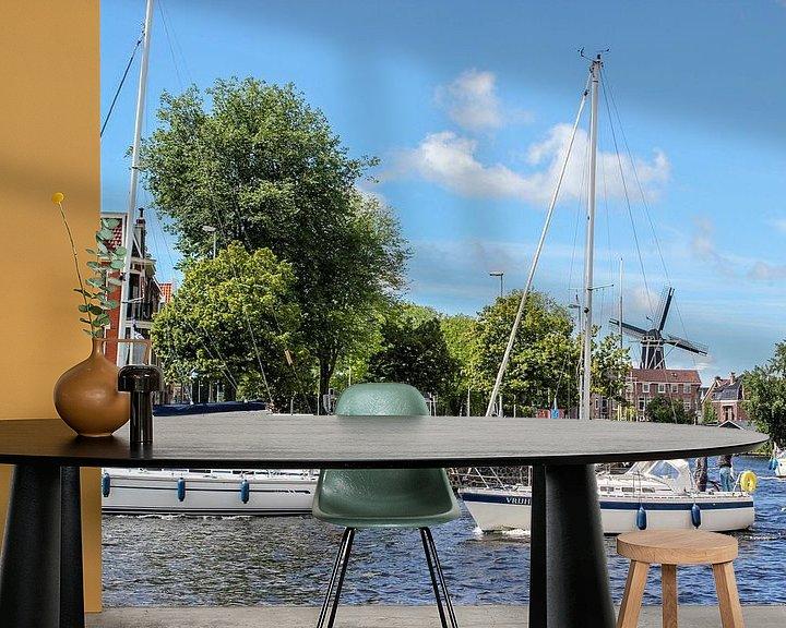 Sfeerimpressie behang: Zeilboot in hollands landschap  van Erik Koks