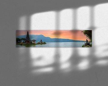 Pura Ulun Danu Bratan, Hindu temple on Bratan lake, Bali, Indone van Nisangha Masselink