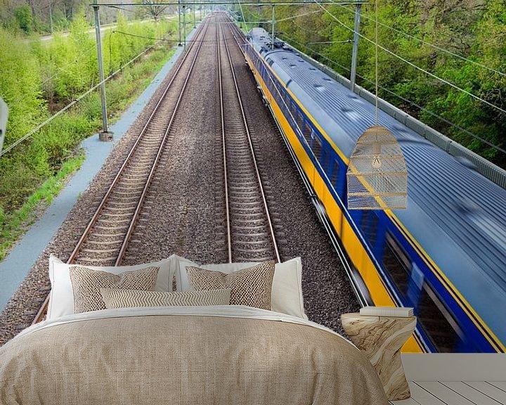 Sfeerimpressie behang: Rijdende trein nabij Onnen van Arline Photography