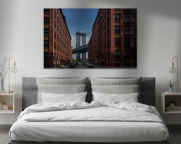 New York - uitzicht op Manhattan Bridge van Toon van den Einde